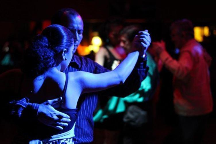 Hälsoboost med dans och dansbandsmusik